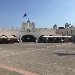 Hlavní náměstí zeje prázdnotou.