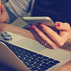 Lidé více nakupují přes internet