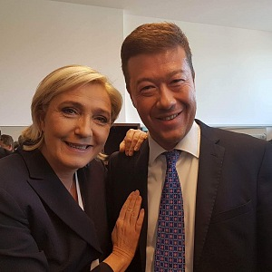 Tomio Okamura s Marií Le Penovou.