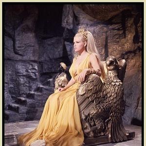 Nejkrásnější herečka - Olga, šaty Carl Toms