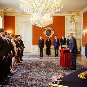 Mluvčí prezidenta Jiří Ovčáček při práci
