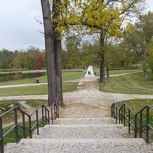 Jedna z přístupových cest do parku Stromovka