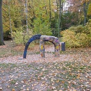 Jedno z dětských hřišť v parku Stromovka