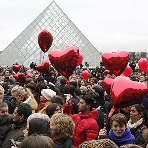 Valentýnská atmosféra v ulicích Paříže