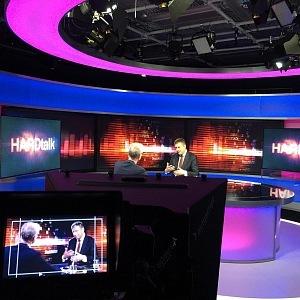 Tomáš Petříček při televizním rozhovoru