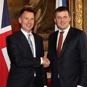 Tomáš Petříček a ministr zahraničí Británie Jeremy Hunt