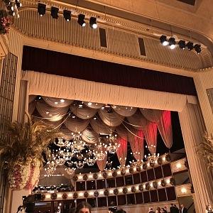 Vídeňská státní opera před zahájením plesu