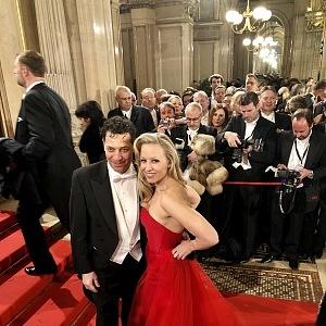 Herec Gregor Bloeb a Nina Proll (rakouská herečka, zpěvačka a tanečnice).
