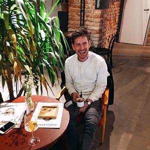 Oliver Pape a odpočinek u kafíčka.