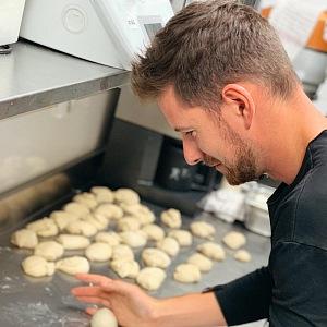 Vaření je Oliverovou vášní.