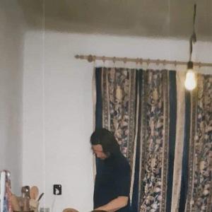 Pvní fotka Olivera v kuchyni.