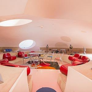 Obývací část neuvěřitelné vily Pierra Cardina