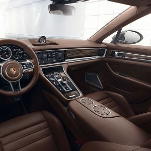 Porsche Panamera Turbo - interiér