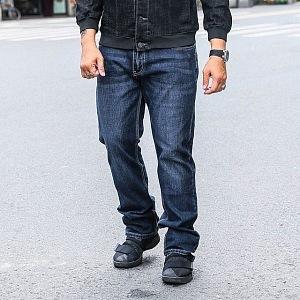 Volné džíny na akci rozhodně ne