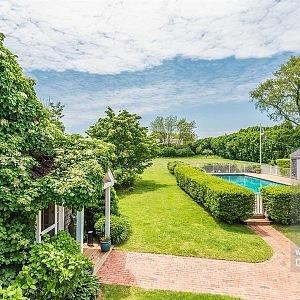 Vila na Long Island jako z pohádky s bazénem