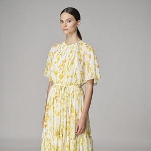 Žluté květované šaty