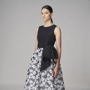 Černobílé šaty s velkými květy