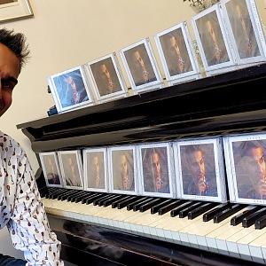 Radek u klavíru.