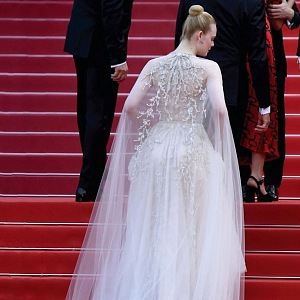 Elle Fanning - dress Reem Acra
