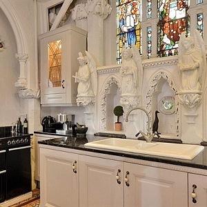 Kuchyň místo oltáře