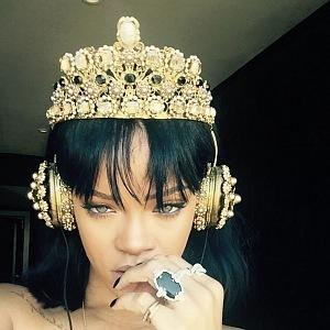 Rihanna a luxusní sluchátka D&G, Frends