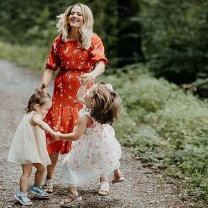 Matka s dětmi na výletě