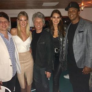 Modelka s přáteli zpěváka Jona Bon Joviho