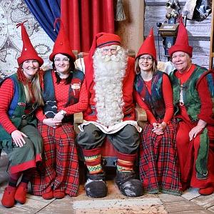 Santa a jeho pomocníce, Santa Villafe Finsko