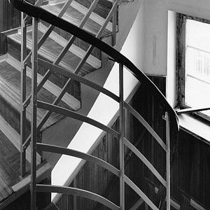 Původní a stále dochované schodiště ve vile
