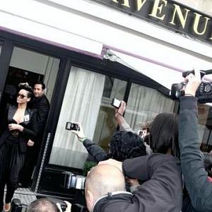 Rihanna odchází z restaurace L'Avenue