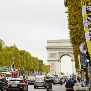 Atmosféra v pařížských ulicích během týdne designu