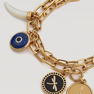 Kromě symbolu oka zdobí šperky i další symboly
