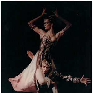 Lady Mackbeth ze stejnojmenného baletu, s partnerem Janem Kadlecem.