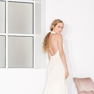 Luxusní šaty pro moderní nevěsty s láskou k tradici.