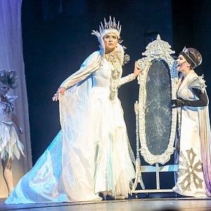 V divadle Hybernie jako Sněhová královna.