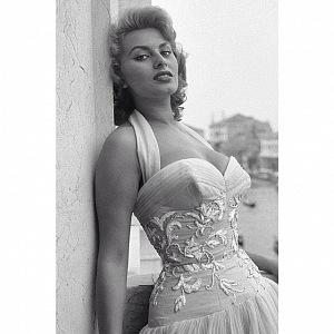 Sophia Loren na černobílém snímku