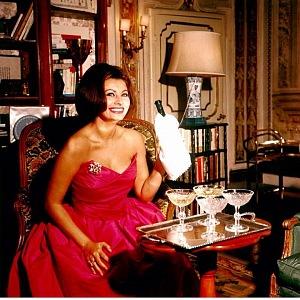 Sophia Loren v červených šatech