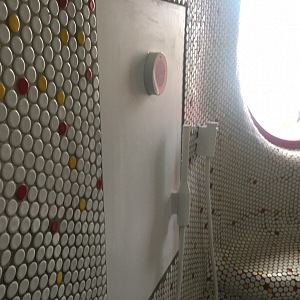 Sprcha recykluje použitou vodu.