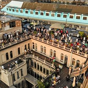 Na střechu Lucerny se vejde 250 lidí.