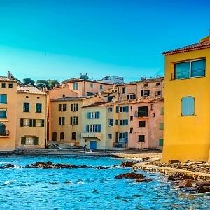 Saint Tropez má luxusní kluby.