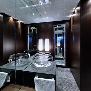 Lover's Deep Hotel, koupelna