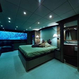 Lover's Deep Hotel, ložnice
