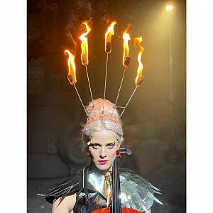 Terezie v kostýmu z Magické fontány