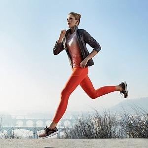 Díky cvičení se stala tváří značky Adidas.