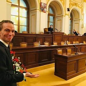 Pracovištěm Ivana Bartoše je dnes Sněmovna.