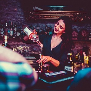 Luxusní club Le Valmont se postará o vaší žízeň.