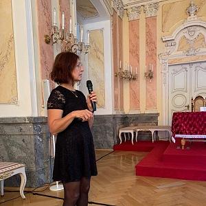 Vašáková při přednášce v arcibiskupském paláci v Olomouci.