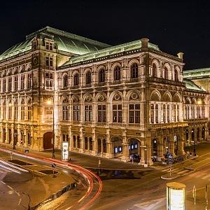 Státní vídeňská Opera v noci