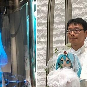 Svatba Akihiko Kondo a Miku