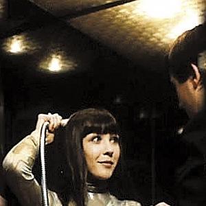 Ve filmu Vrchní prchni (1980) si zahrála femme fatale.